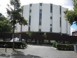 Centre Médical Bréquigny (ancienne Clinique de Bréquigny)         parking privé gratuit     normes pour les personnes à mobilité réduite    Métro : Henri-Fréville     Ligne bus N°3 : Arrêt Suede  Li